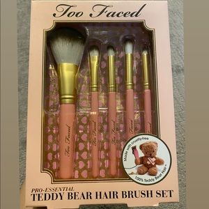 Too Faced Teddy Bear Hair Brush Set